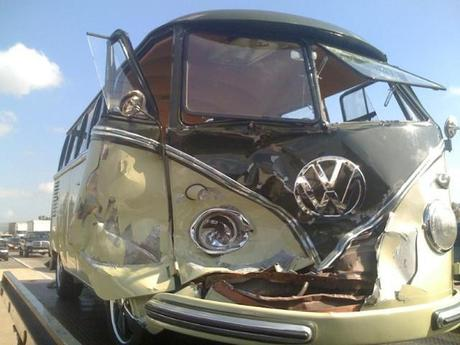 vw-bus-t1-unfall-front.jpg