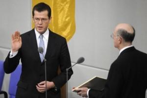 neuer Vorwurf an zu Guttenberg: Führen des Doktortitels schon vor Promotion!