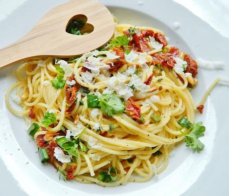 rezept spaghetti in tomaten thymian butter. Black Bedroom Furniture Sets. Home Design Ideas