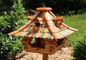Ein Vogelhaus als Geschenk zum Richtfest