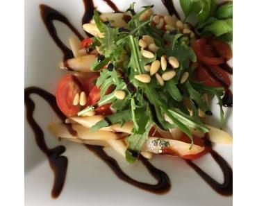 Vegan Food: Lauwarmer Spargelsalat mit Cherrytomaten und Rucola (easy)