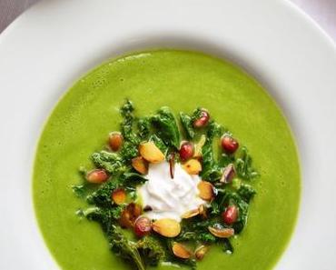 Grüne & Minzige Sommersuppe mit Kokosjoghurt-Topping