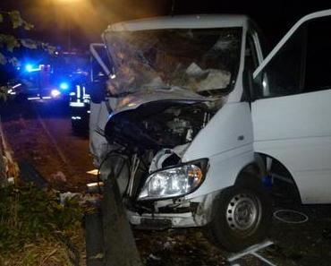 Autounfall Hille – Gegen Baum geprallt