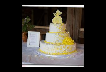 Hochzeitstorte In Gelb Mit Katzen