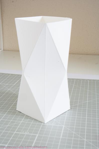 geometrische vase teelicht oder auch verpackung. Black Bedroom Furniture Sets. Home Design Ideas