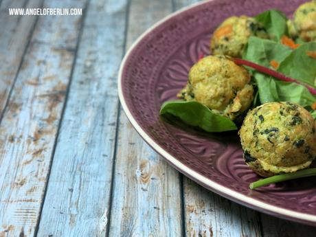 [cooks...] Superfood: Feta and Spinach Quinoa Patties with Sundried Tomato Hummus