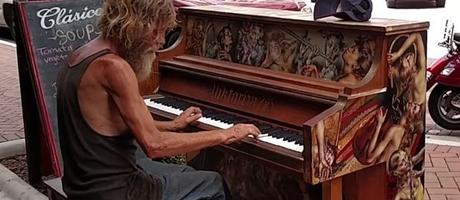 Homeless-Man-Plays-Piano