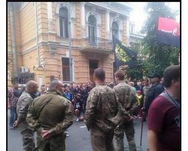 Ukraine: Ultranationalisten ziehen ihre Truppen aus der Ostukraine ab. Ist Kiew das Ziel?