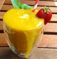 Fruit Attack Smoothie mit frischen Früchten und Zitronenmelisse