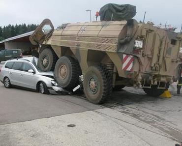 Stetten am kalten Markt Verkehrsunfall Radpanzer
