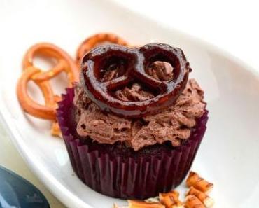 "Schoko-Brezel-Cupcakes mit Diamant Moussezauber ""Joghurt"" Topping"