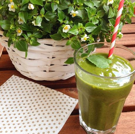 Green Smoothie Revolution 2015: erfrischender Peach-Matcha-Mint Shake