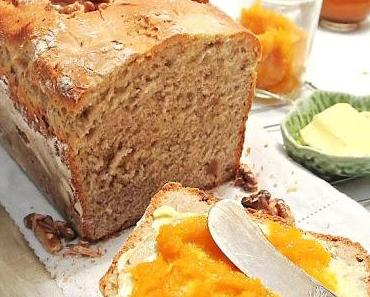 Frühstücksbrot mit  Buttermilch, Walnüssen, Zimt und Honig, wer braucht da schon Kuchen?