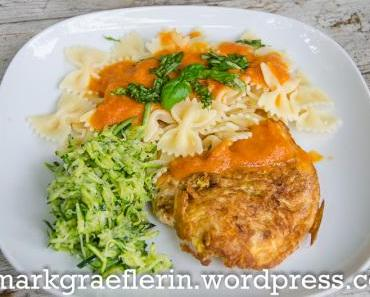 Piccata vom Putenschnitzel mit Farfalle, Tomaten-Fenchel Sauce und Zucchini