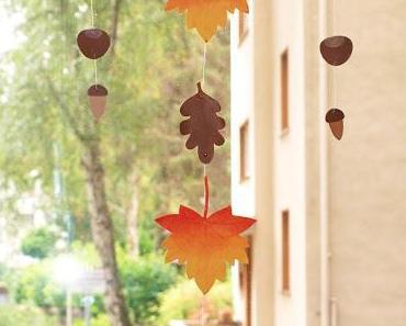 DIY Herbstdeko - Mobile aus bunten Blättern