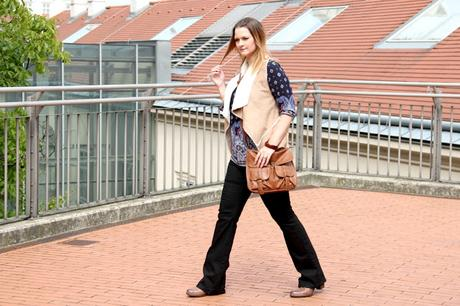 {9 shades of style} Folklore Outfit mit Schlaghose und Fellweste