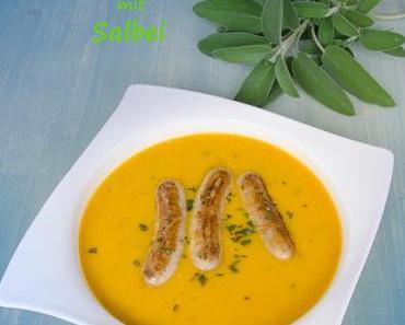 Butternutkürbis-Lauch-Cremesuppe mit Salbei und Würstchen
