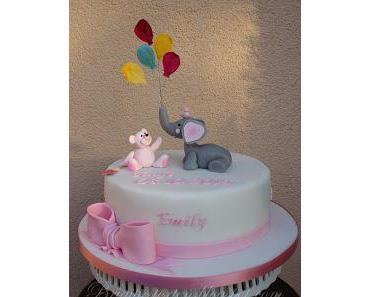 Tauftorte für Emily mit modelliertem Elefant und Bärchen in rosa/weiß