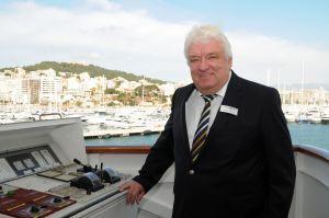 Hans Meiser begleitet als Kreuzfahrtdirektor 2016 sechs Reisen der HAMBURG