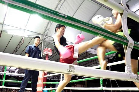 Kick beim Muay Thai Fight