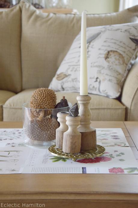 herbstliche tischdeko mit kalenderbl tter. Black Bedroom Furniture Sets. Home Design Ideas