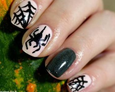Glow in the Dark Halloween Nails – NOTD + Blogparade