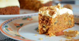 Walnuss Karotten Kuchen Mit Orangen Ahornsirup Creme
