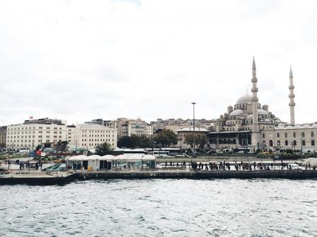 Travel Guide: Istanbul.