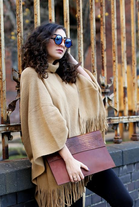 beige new look camelfringe poncho rollneck turtleneck cape blue suede boots plateau peter kaiser brown clutch leggings cape streetstyle winter look
