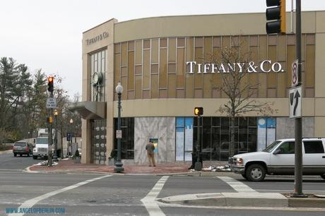 [explores...] Shopping in Washington D.C. in Friendship Heights