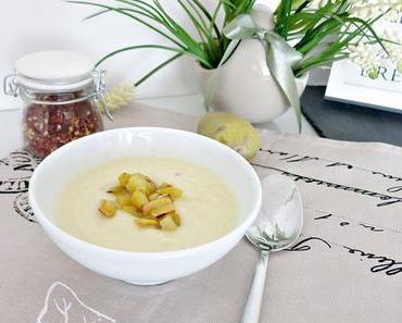 Selleriesuppe mit scharfen Kartoffelwürfel