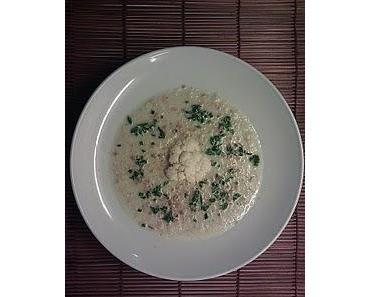 Karfiolcremesuppe mit Buttervollkornbrösel