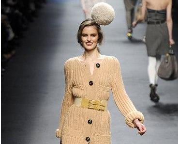 Das Strickjacken-Pulli-Kleid