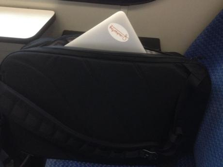Macbook Air 13 Zoll im Heimplanet Monilith Daypack 22 Liter