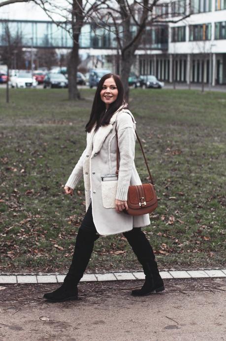 Kleidermaedchen Modeblog, erfurt, thueringen, berlin, fashionblog, Outfit, kleidermaedchen.de, I'm wearing River Island, River Island, Face Fure Weste, Zara Pullover, Overknee Stiefel Zign, Winteroutfit, Influencer