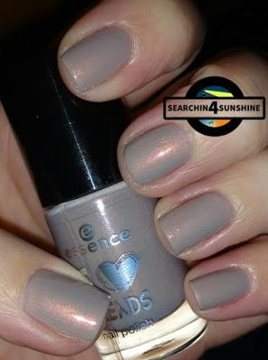 [Nails] essence Adventskalender 04 what a grey-t night! & 15 from me to you
