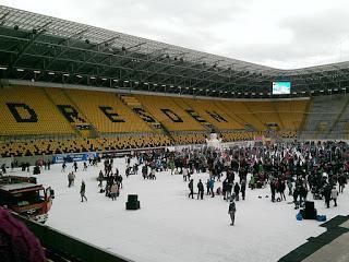 Schlittschuh laufen im Dresdner Dynamo Stadion - Unser Wochenende