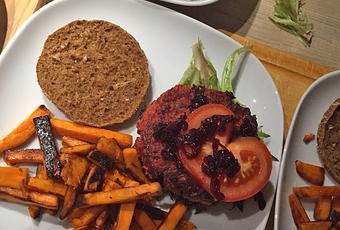 clean eating rezept w rzige rote beete burger ohne fleisch. Black Bedroom Furniture Sets. Home Design Ideas