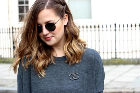 grey dress & other stories frankfurt blogger chanel brosche 2