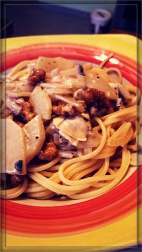 spaghetti mit birnen walnuss sauce vegetarisch kochen. Black Bedroom Furniture Sets. Home Design Ideas