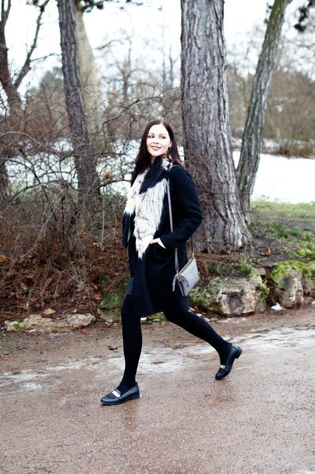 outfit schwarzer zara mantel asos slipper und kookai rock. Black Bedroom Furniture Sets. Home Design Ideas