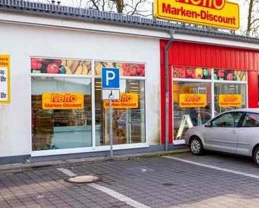 Der Behindertenparkplatz auf dem Supermarktparkplatz