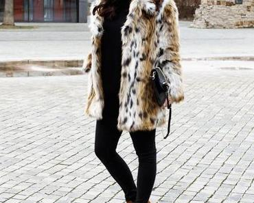 Topshop Fake Fur Jacke, Zara Ankle Boots und Skinny Jeans