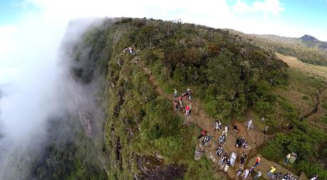 Drohnen-Foto vom World's End im Horton-Plains-Nationalpark