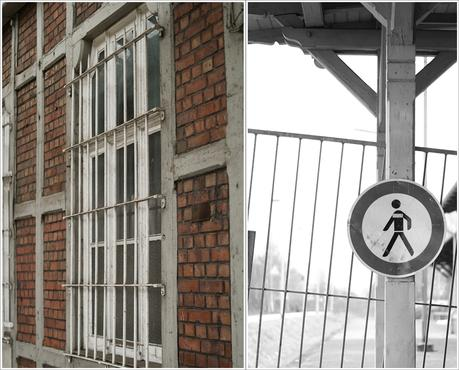 Blog + Fotografie by it's me fim.works - Bahnhof Dissen, Collage Backstein, vergittertes Fenster, Bauzaun in Schwarzweiß