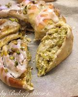 Ostern die 3te - Knopf & Kränze mit Pistazien Nougat Creme & Zucker-Zimt Mischung
