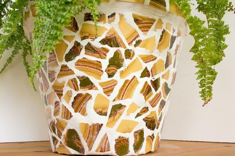 Upcycling blumentopf mit mosaik aus alten fliesen for Blumentopf selbst gestalten