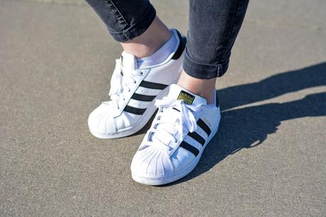 Outfit: Adidas Superstar x Le Specs