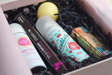 GLOSSYBOX LOVE, PEACE & BEAUTY EDITION
