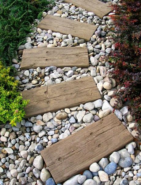 Viele Wege führen durch den Garten